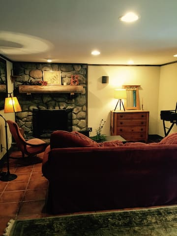 Beautiful Studio Retreat w Private Entrance - Denville - Hus