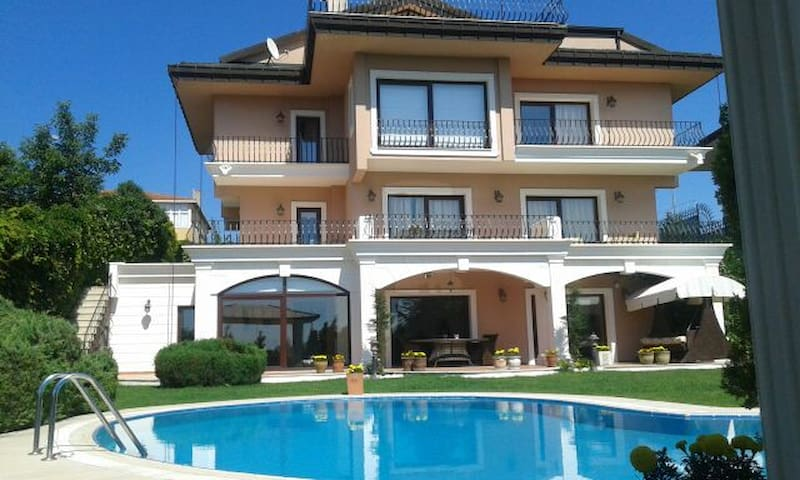 Magnificent Villa viewing Bosphorus - İstanbul