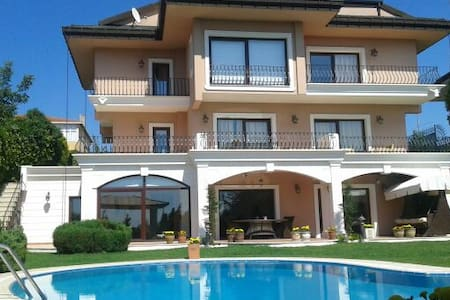 Magnificent Villa viewing Bosphorus - Istanbul