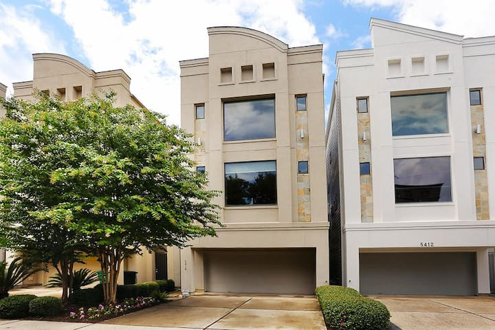Modern Townhouse in Rice Military - Houston - Rumah