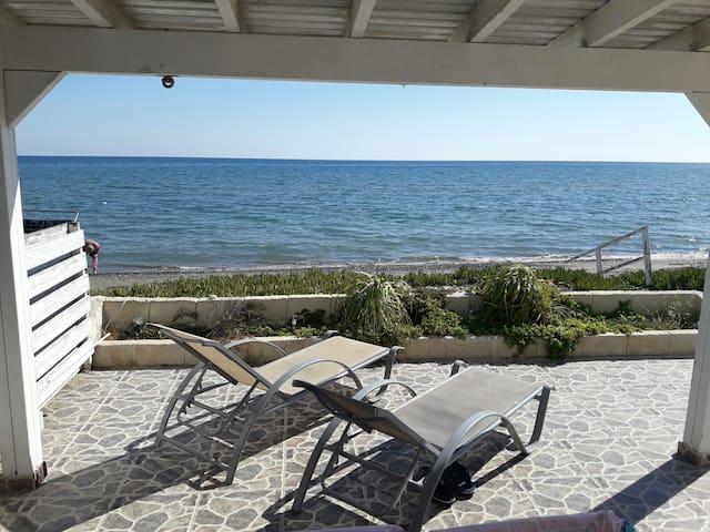 Очаровательный дом на берегу моря - Meneou - Hus