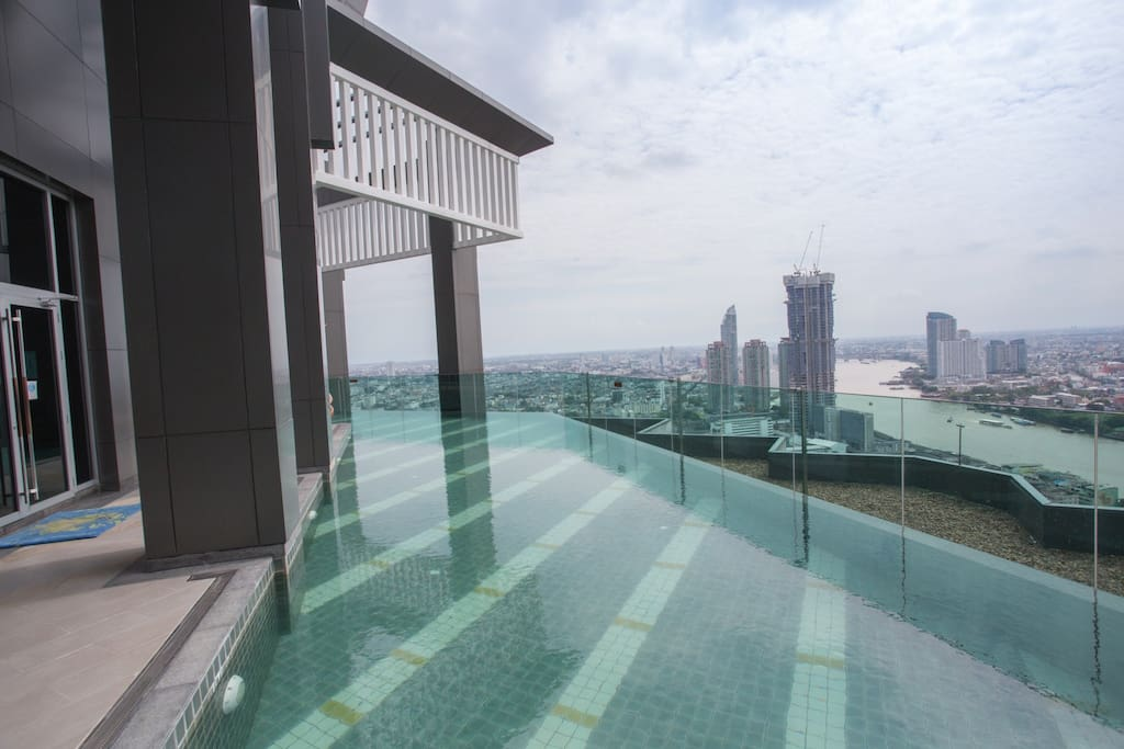 Infinity Pool at 40th Floor of Chao Phra YA River