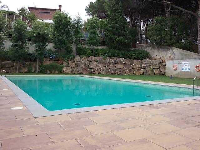 Alella con zona común y piscina - Alella - Apartment