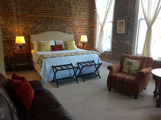 Stay n the HEART of Historic Dwntwn - Charleston - Loft