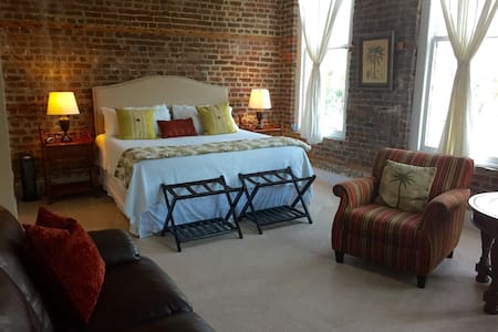 Stay n the HEART of Historic Dwntwn - Charleston