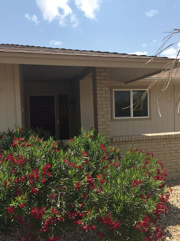 3 BR home in retirement comm., close to Glendale