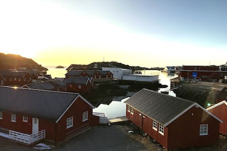 Hjellebua - cozy fisherman´s cabin with seaview - Stamsund - Zomerhuis/Cottage