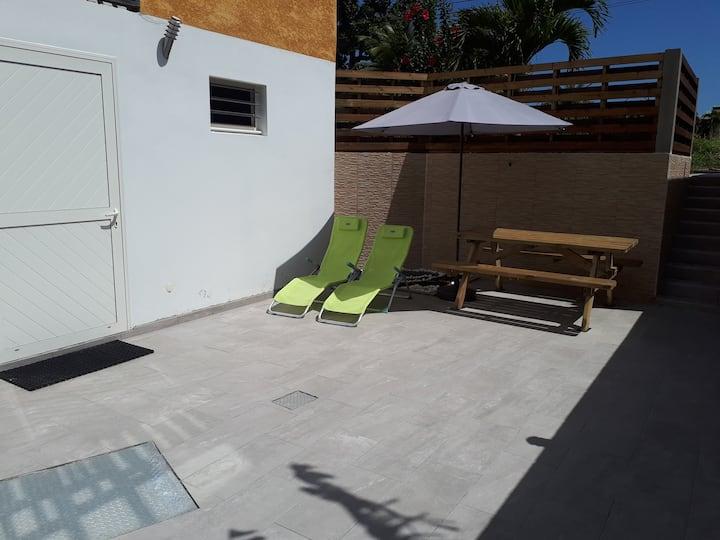 Studio bas de villa avec piscine