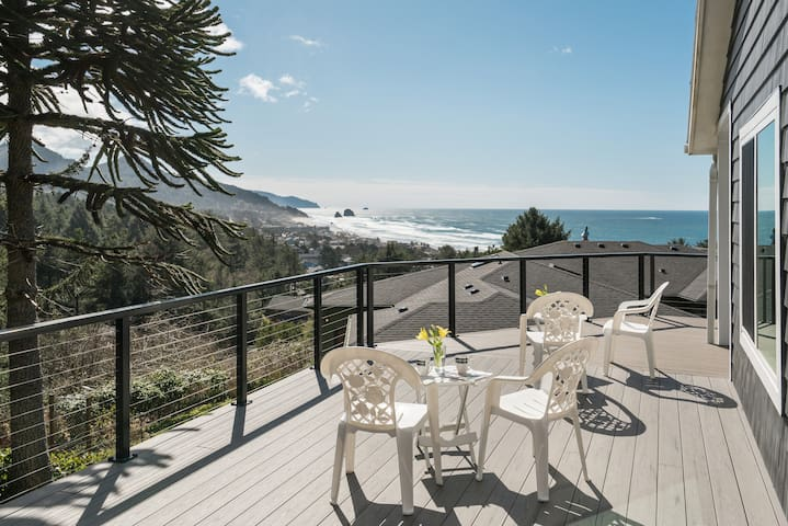 Anchors Retreat - Ocean views, Newly remodeled, Gorgeous Kitchen, Deck