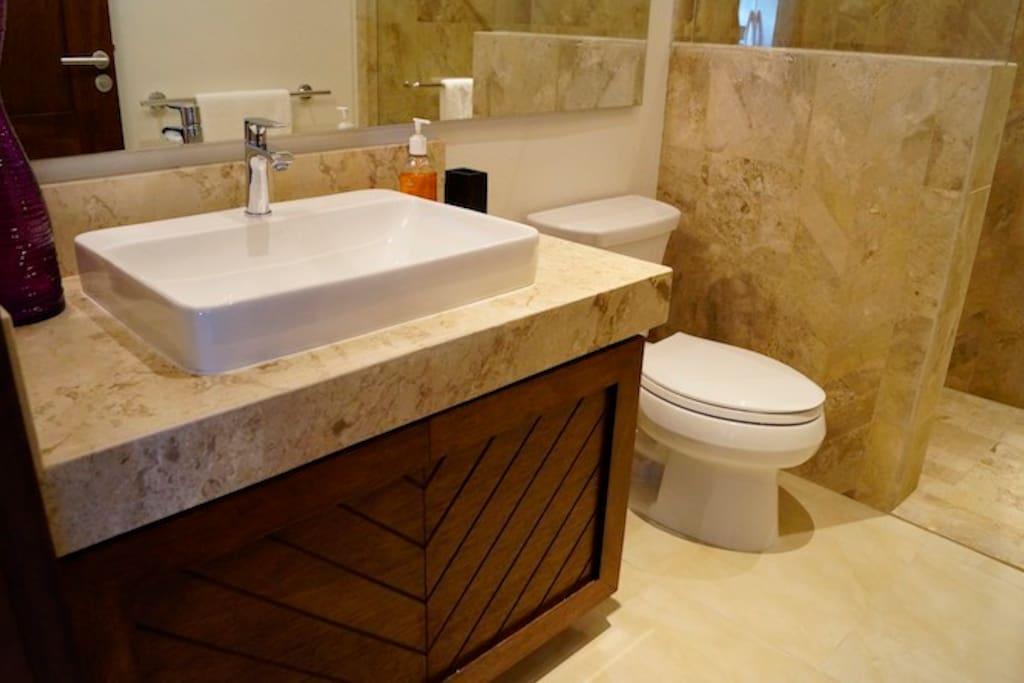 V177 304 Bathroom