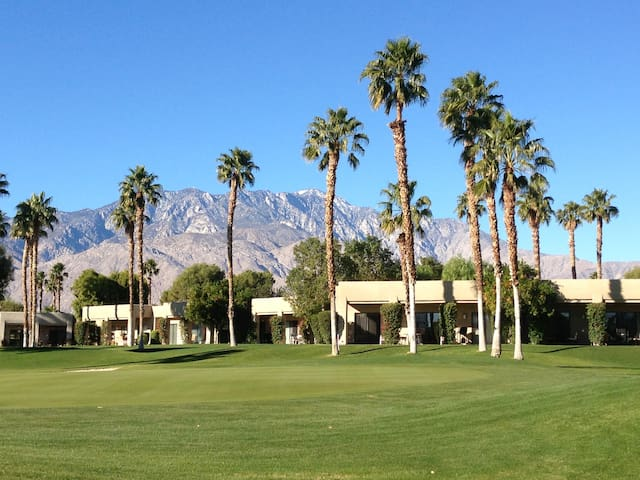 Desert Country Club Paradise!