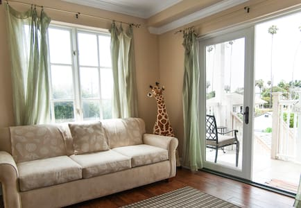 Downtown Charmer with lovely view - Apartamento