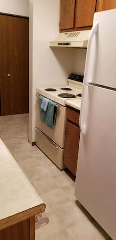 2 bed, 1 bath with full kitchen and living space!