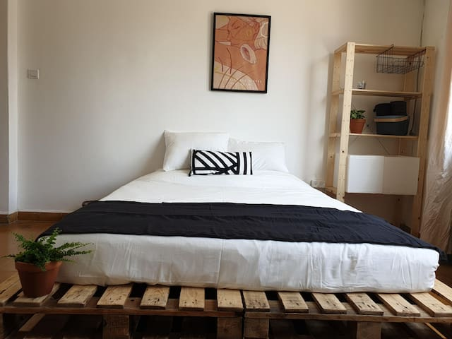 Authentic Private Bedroom in Heart of Tel Aviv #3