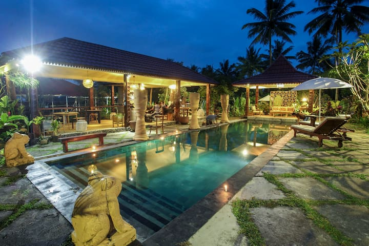 Villa Padi Cangkringan 4 BR - Swimming Pool View