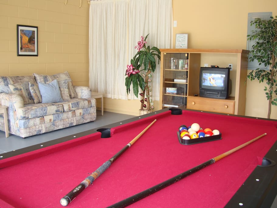 Game Room - Pool Table, Table Tennis/Ping Pong, Air Hockey, Cable TV