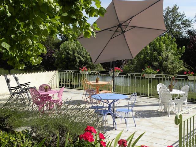 Appartement-Gite avec une jolie terrasse et jardin