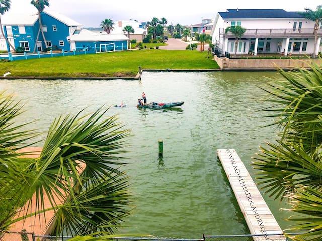 Lainie's Dockside Paradise
