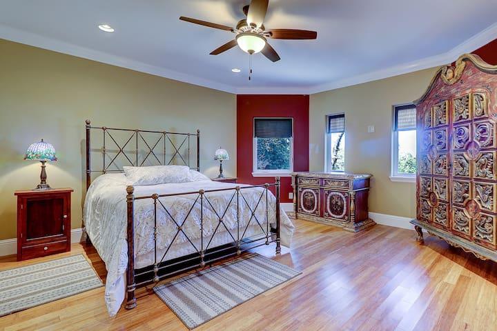 Masterbed suite 2