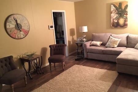 Cute, Clean Vacation Rental House - Danville