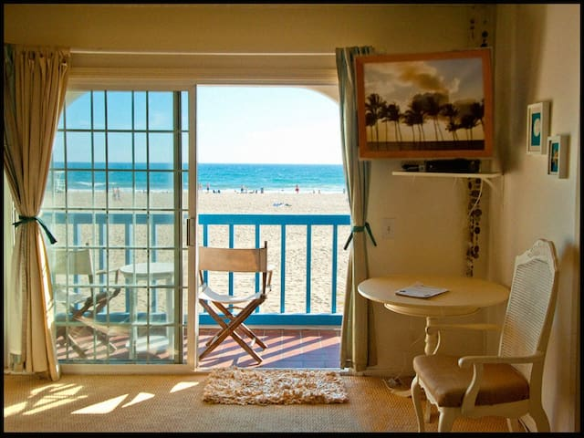 OCEANFRONT SUITE +PRIVATE BALCONY ON THE SAND!