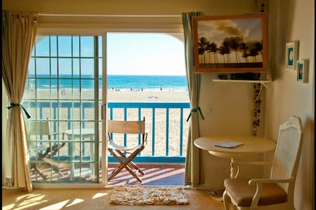OCEANFRONT BEDROOM +PRIVATE BALCONY - Marina del Rey
