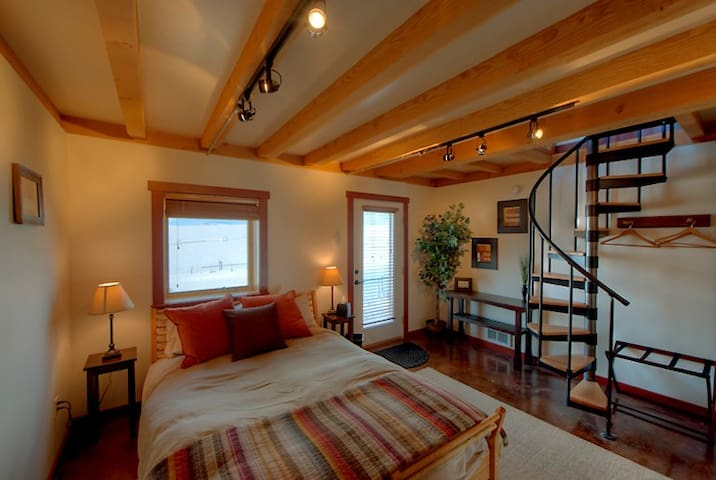 Cozy Cabin with Private Hot Tub & Views!