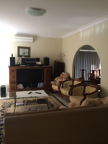 Air Con furnished king size bedroom - Brisbane - House