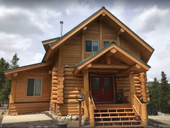 NEW Listing! Log cabin home with Breath Taking Views and hot tub, pets OK!