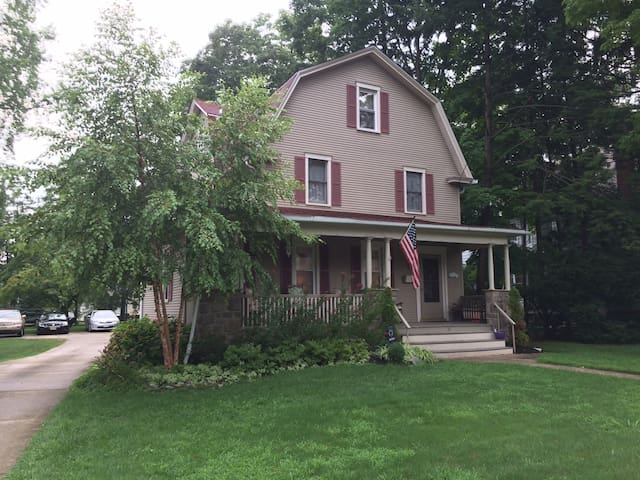 Comfortable home for WMOF-Philly - Haddon Heights