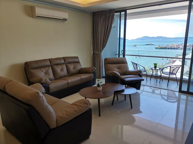 Luxury 4 beds 4 baths @ city *Seaview*