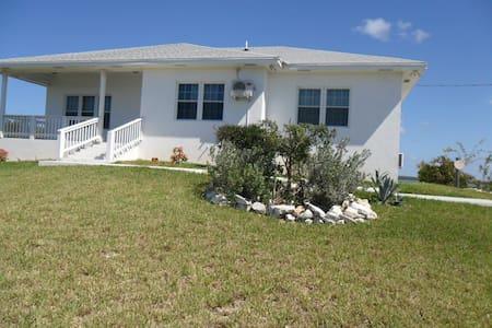 Minerva's Lil Mansion - Sandy Point Settlement - Huis