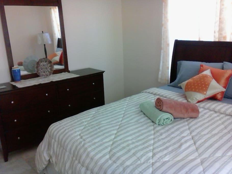 Bedroom #2, Queen-sized bed