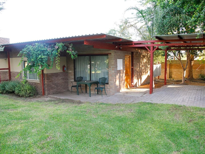 Ikaia River Lodge Big Family Self-catering garden