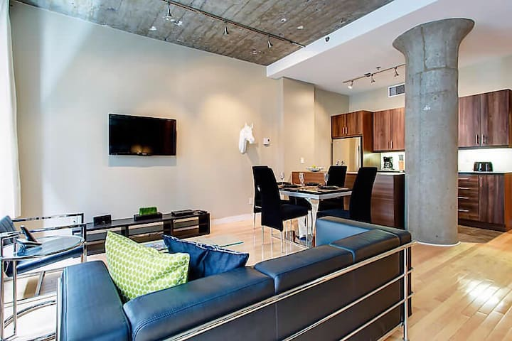 Downtown Luxury Loft-Best location!