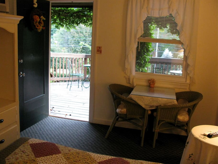 Dinette and access to Deck