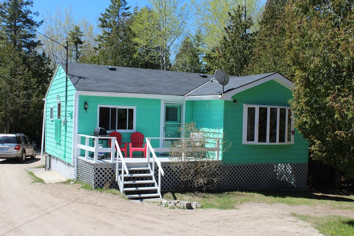 Mikinaak Cottage and Cabin Rentals- Sharkies Den