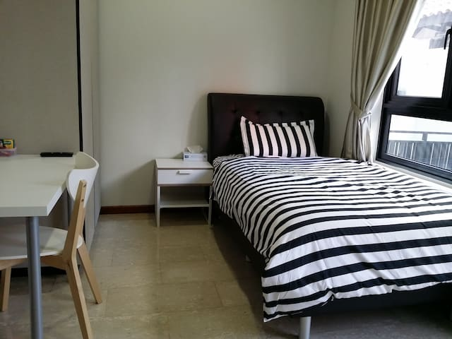 1Min walk to MRT, Ensuite Studio Room for 1 person