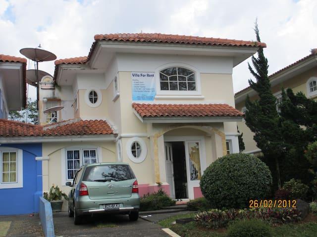Rose Villa located in cozy area - Cipanas - Villa