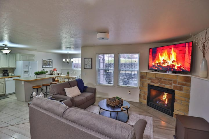 Spacious and Peaceful Modern Retreat In the Heart of Missoula