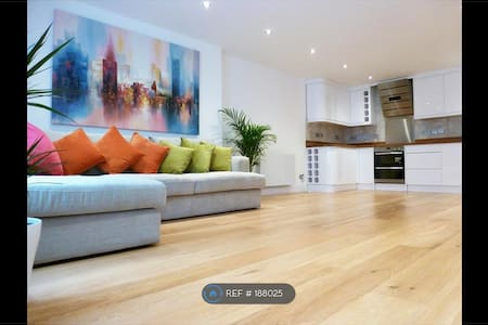 Central London Penthouse Room + Rooftop Terrace! - Lontoo - Huoneisto