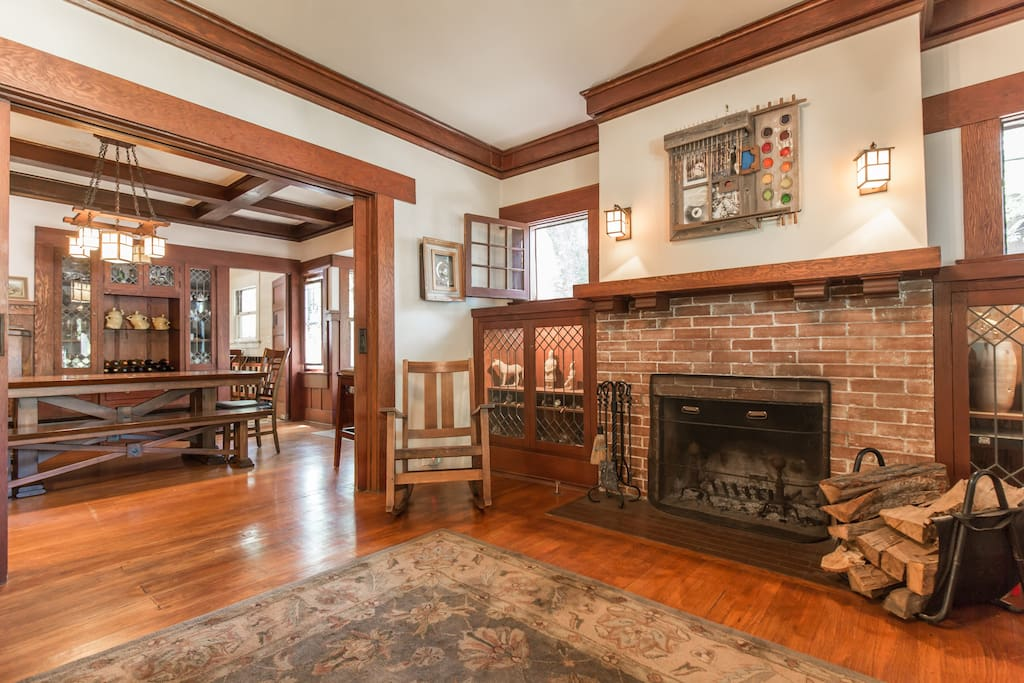 Living room, Living room with wood-burning fireplace (wood provided) and gas assist