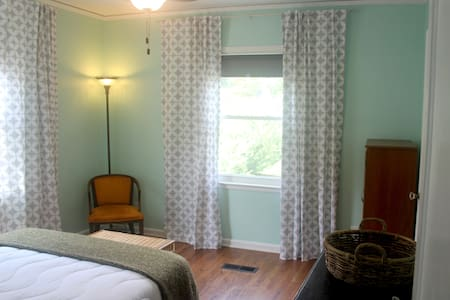 Comfy Room near MARTA and Airport - House
