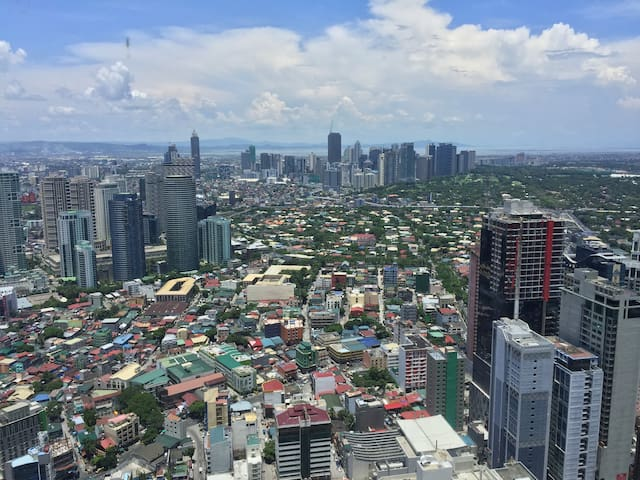 Beautiful view from 53F - Knightsbridge - Makati - Apartament