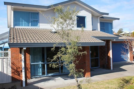 Comfortable, cosy family home above town - Whakatane