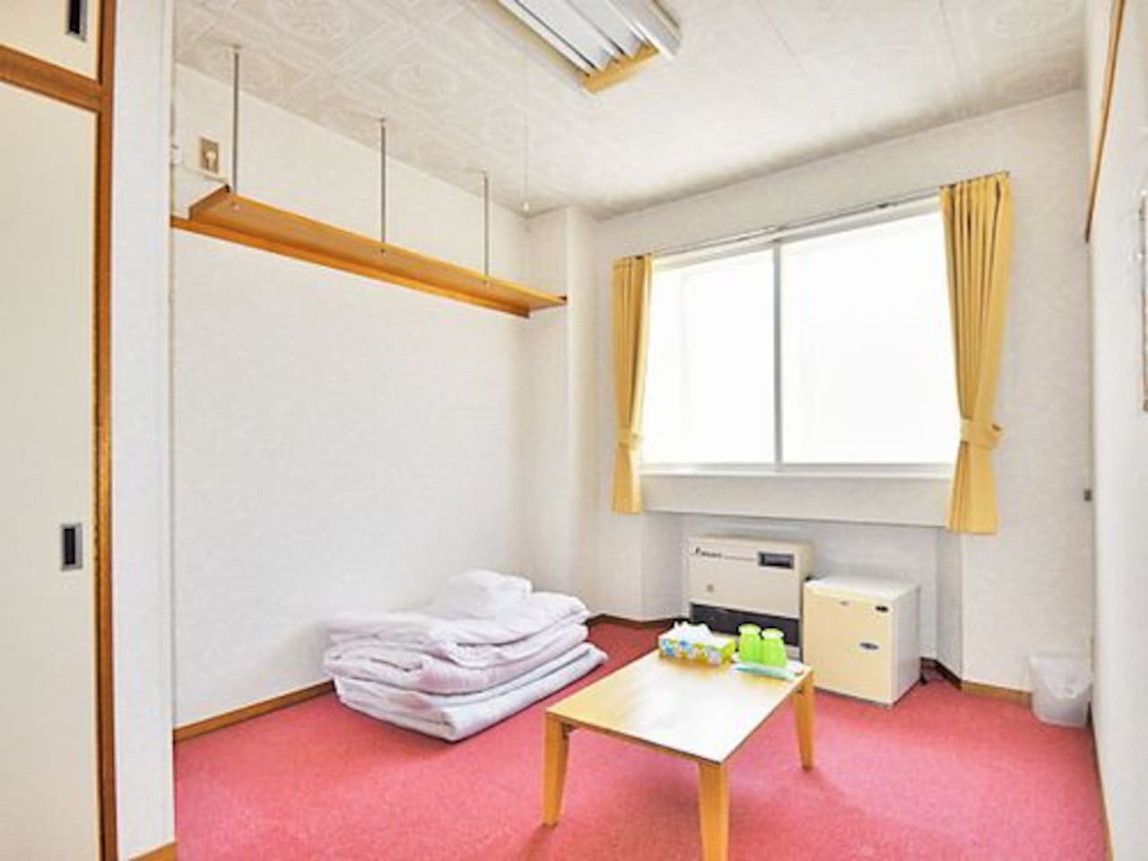 room type 1(to spread a Japanese Futon on the carpet)
