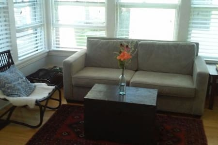 Room type: Entire home/apt Property type: House Accommodates: 5 Bedrooms: 2 Bathrooms: 1