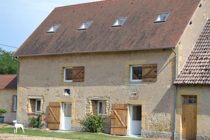 partie indépendante corps de ferme - Dompierre-sur-Besbre - Huis