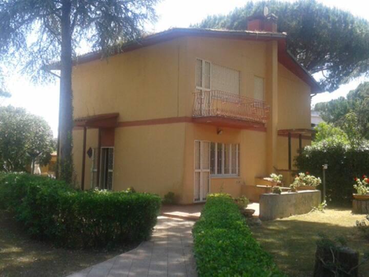 Villa a Lido di Ulisse  - con ampio giardino