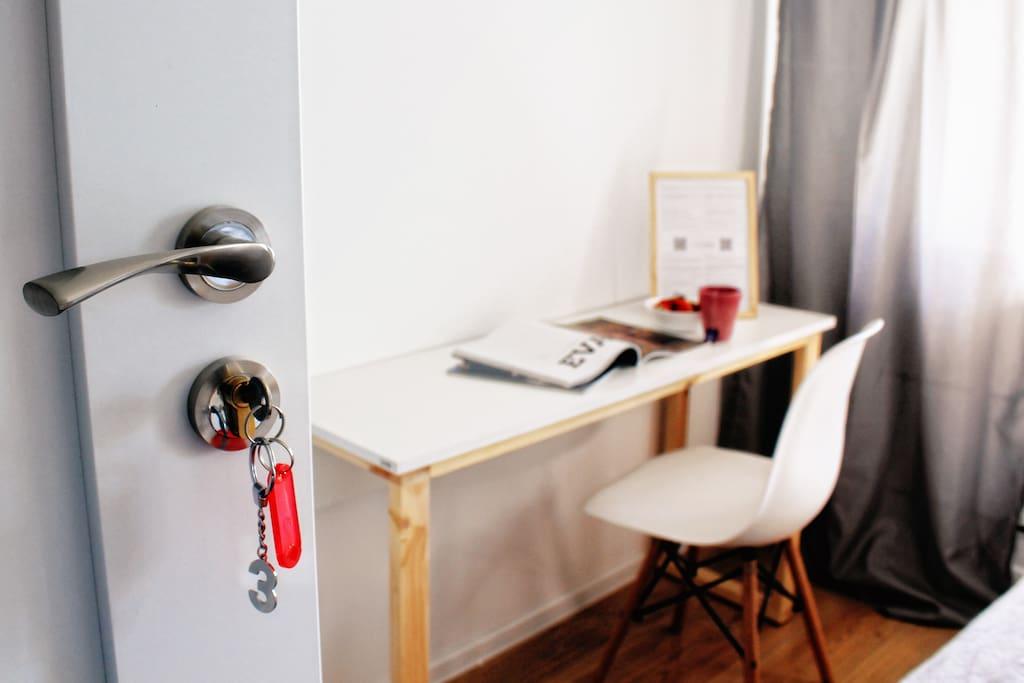 Wygodne miejsce do pracy - z dostępem do internetu Wi-Fi.